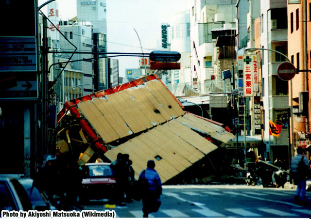 02.Hanshin-Awaji_earthquake_1995_337_TokyuHands.jpg