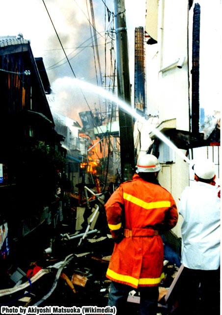04.Hanshin-Awaji_earthquake_1995_346_Sannomiya.HIgashimon.jpg